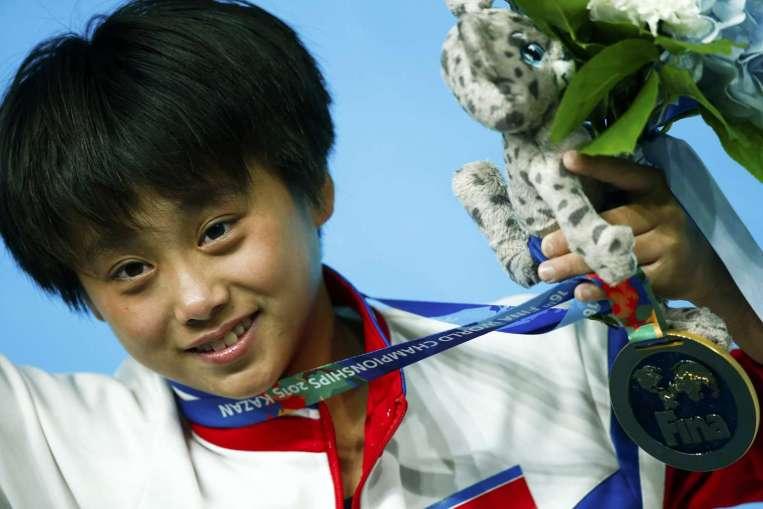 Kim Kuk-hyang  won a gold medal in 10m of women's individual platform finals