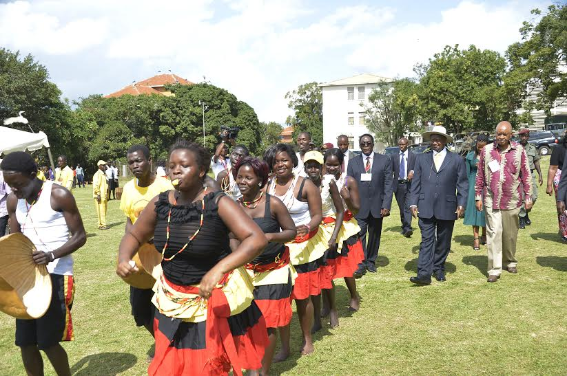 President Museveni, with the entertaining team in makerere university
