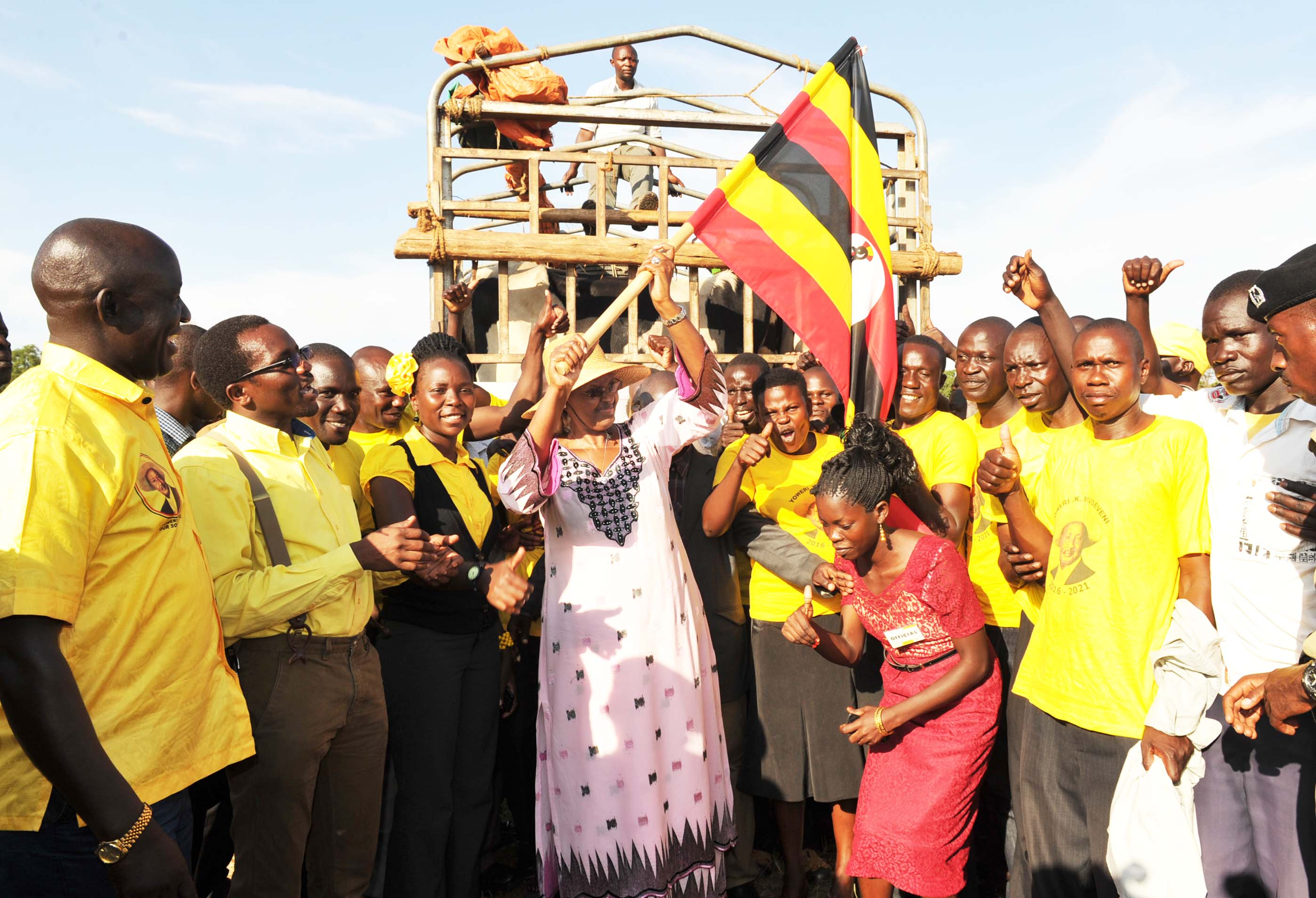 First Lady Janet Museveni flags off the distribution of heifers to the Gurudumu Ya Mabadiliko youth group from the 8 Districts of Teso region.