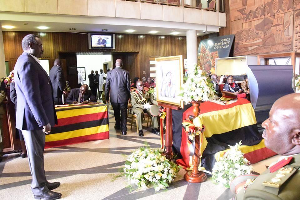 Gen. David Sejusa paying respect to his late comrade, Gen Aronda Nyakairima at Parliament.