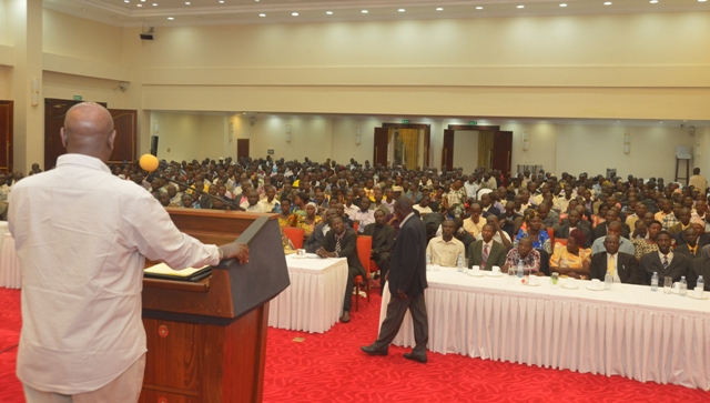 President addresses Kayunga leaders at Entebbe State House