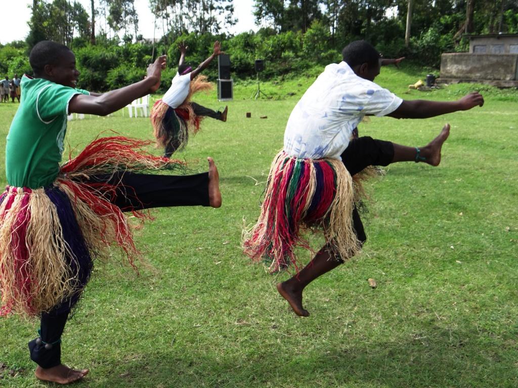 local dancers UG