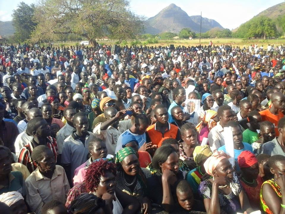 Amama Crowds